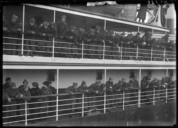 D Company leaves St. John's aboard the SS Stephano, 20 March 1915 - La compagnie D part de St John's à bord du S.S. Stephano, le 20 mars 1915