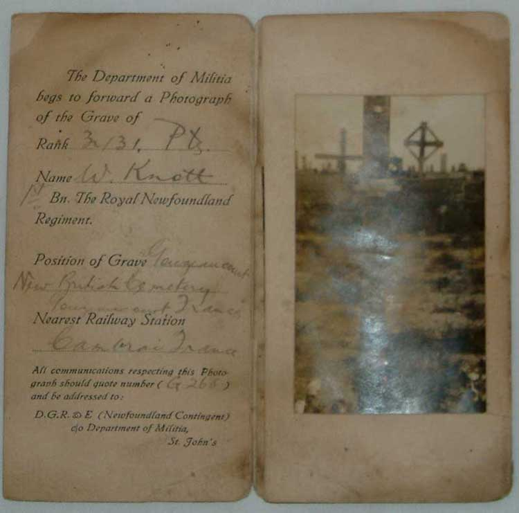 A photograph of the grave of Private W. Knott - Une photographie de la tombe de Soldat W. Knott